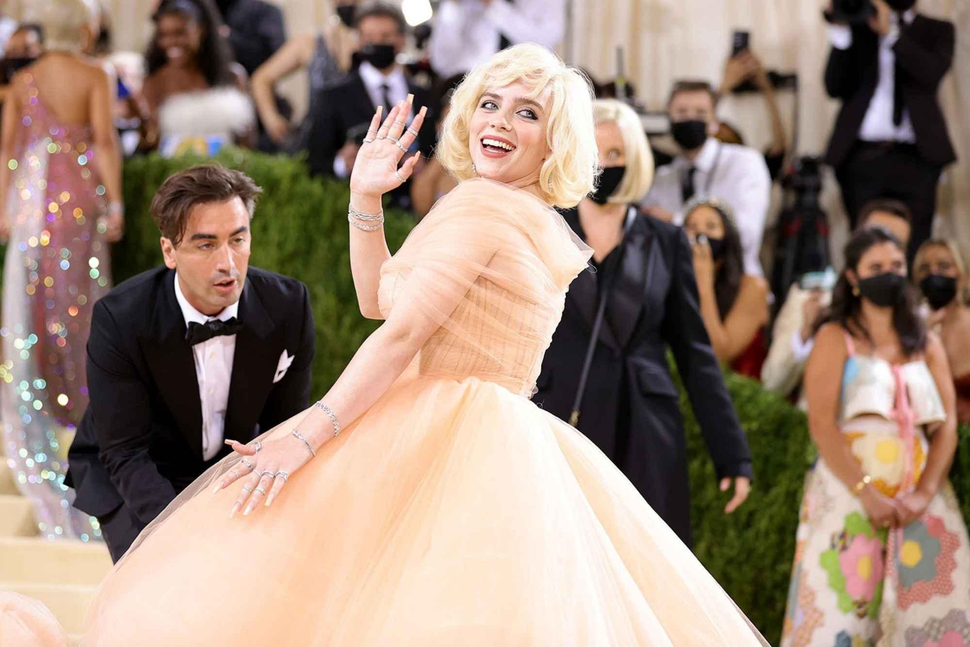 Billie Eilish makes Oscar De La Renta go fur free